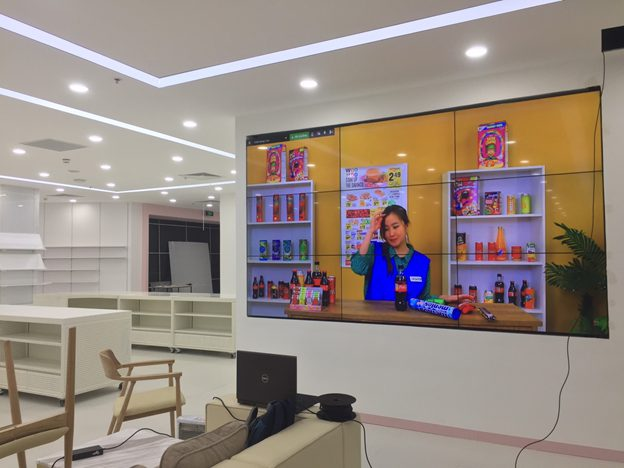 Màn hinhg ghép LCD trong trung tâm thương mại
