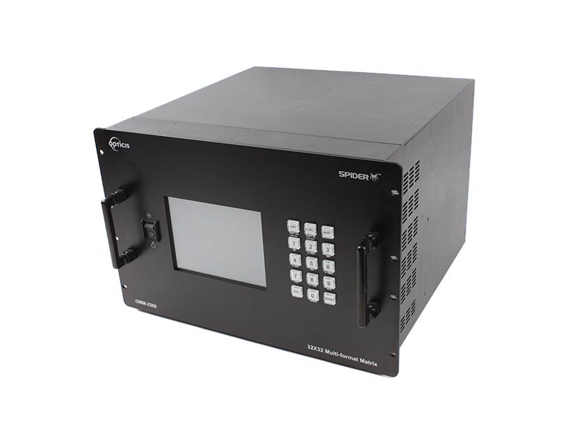 Bộ điều khiển hình ảnh Matrix Switch OMM-2500 của OPTICIS cho phép chuyển đổi tối đa 32 nguồn DVI / HDMI / SDI khác nhau sang 32 màn hình Digital Signage khác nhau. Nó có thể